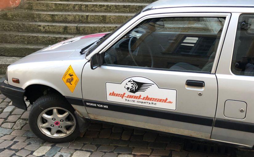 Beklebtes altes Auto